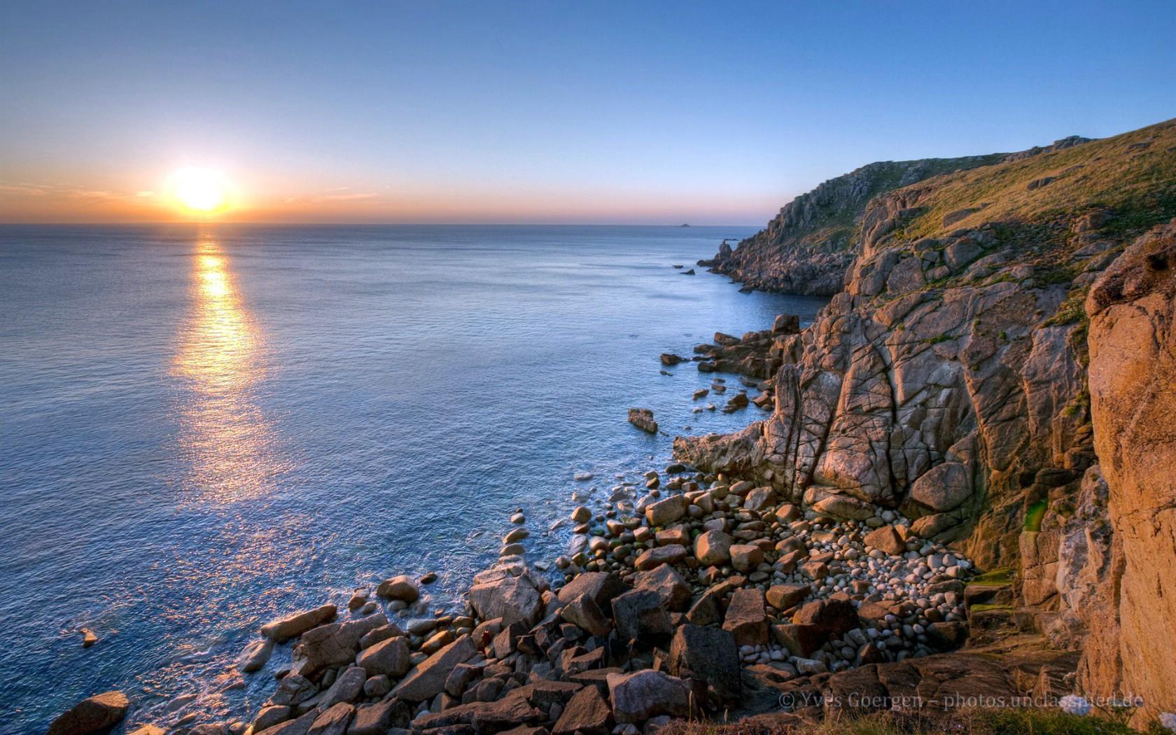 罗茨(传统认为是大不列颠岛的东北端)相距约1400公里