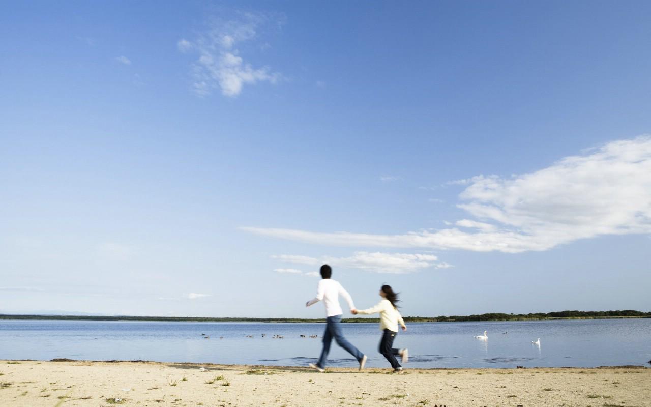 唯美海边情侣_意境海边情侣头像_qq情侣头像海边一对 .