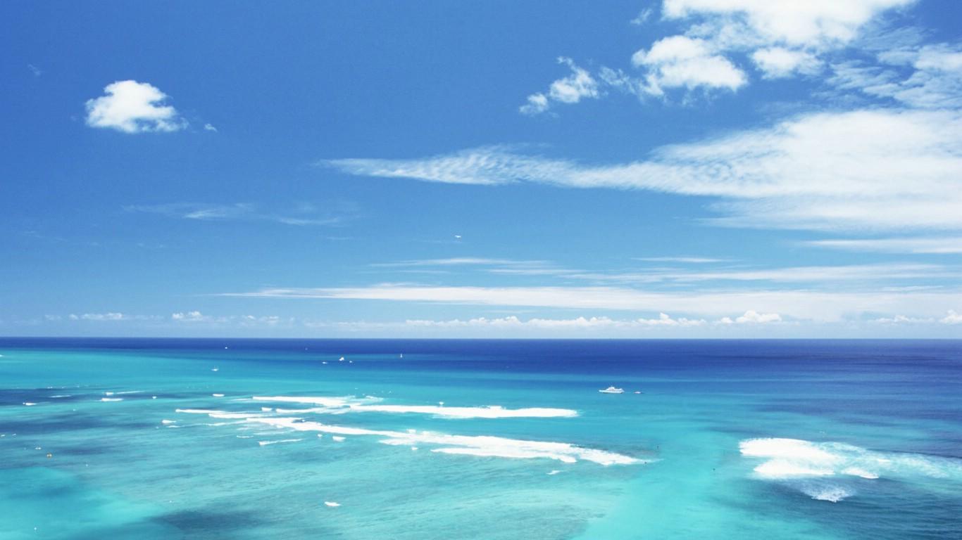蓝天大海高清壁纸_蓝天碧海沙滩壁纸图片