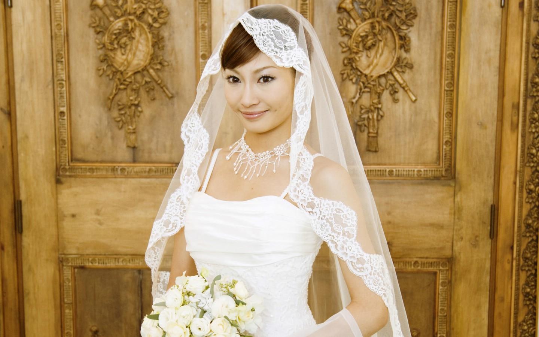 婚纱新娘_婚纱