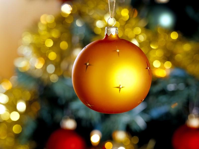 壁纸800×600金黄色圣诞节彩球图片 圣诞树彩球图片壁纸 五彩圣诞节彩球壁纸壁纸图片节日壁纸节日图片素材桌面壁纸