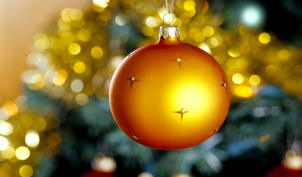 壁纸1024×600金黄色圣诞节彩球图片 圣诞树彩球图片壁纸 五彩圣诞节彩球壁纸壁纸图片节日壁纸节日图片素材桌面壁纸