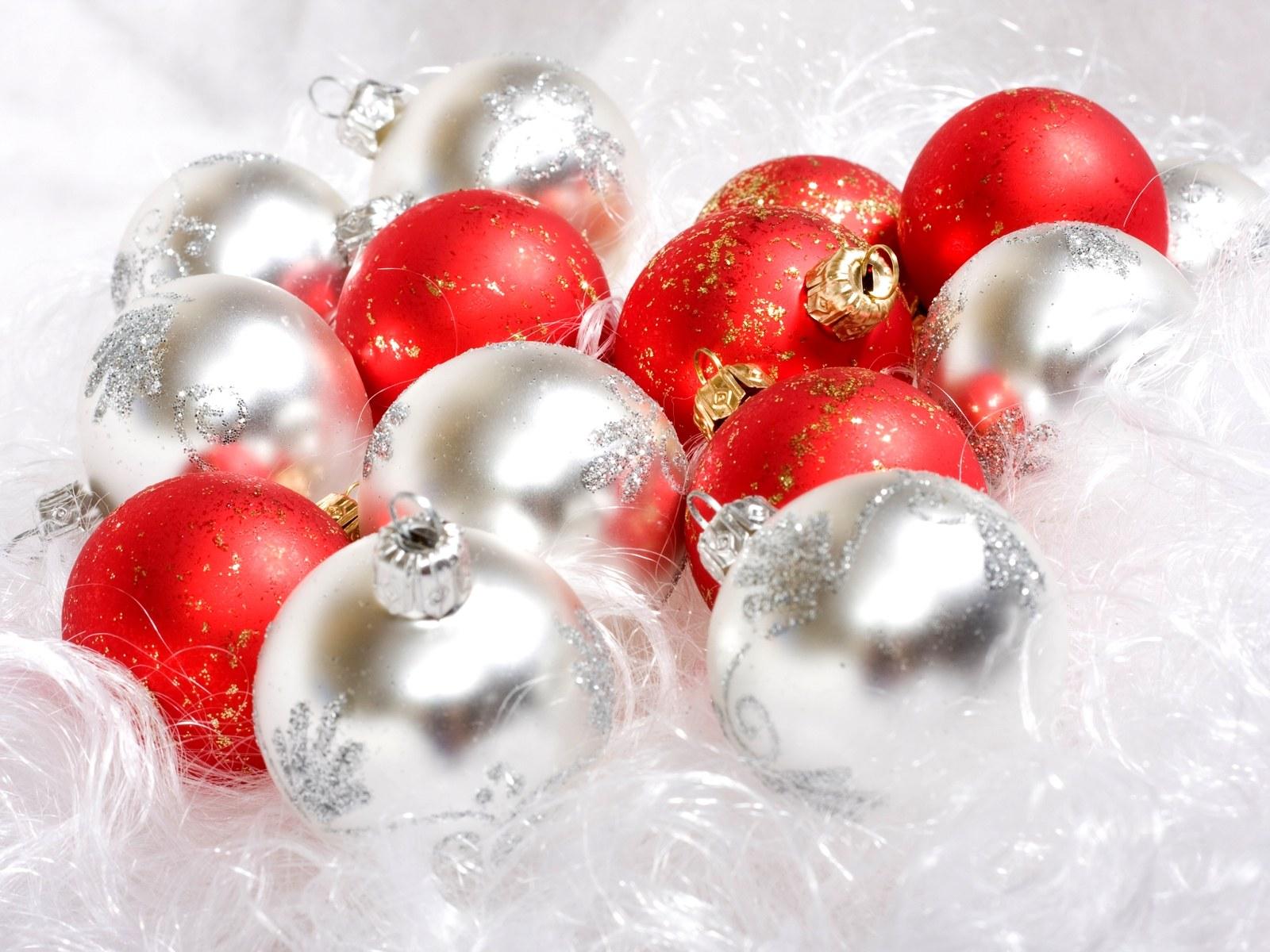 壁纸1600×1200圣诞节彩球挂件图片素材 1920 1600壁纸 五彩圣诞节彩球壁纸壁纸图片节日壁纸节日图片素材桌面壁纸