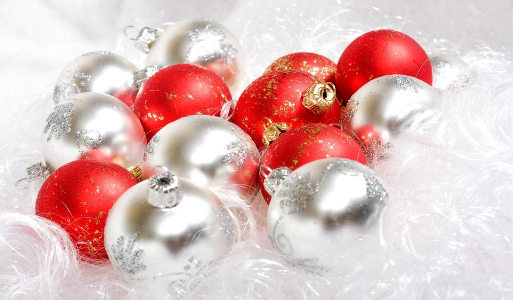 壁纸1024×600圣诞节彩球挂件图片素材 1920 1600壁纸 五彩圣诞节彩球壁纸壁纸图片节日壁纸节日图片素材桌面壁纸