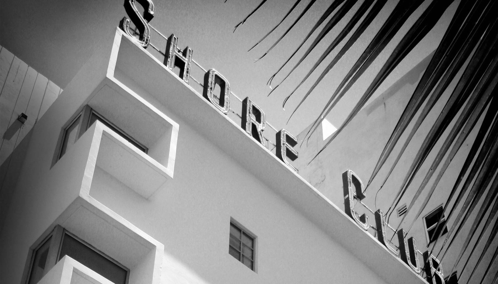 壁纸1680×960纯粹的光影美学 人文建筑黑白摄影壁纸 Shore Club Miami 迈阿密海岸俱乐部桌面壁纸壁纸 纯粹的光影美学人文建筑黑白摄影壁纸壁纸图片人文壁纸人文图片素材桌面壁纸