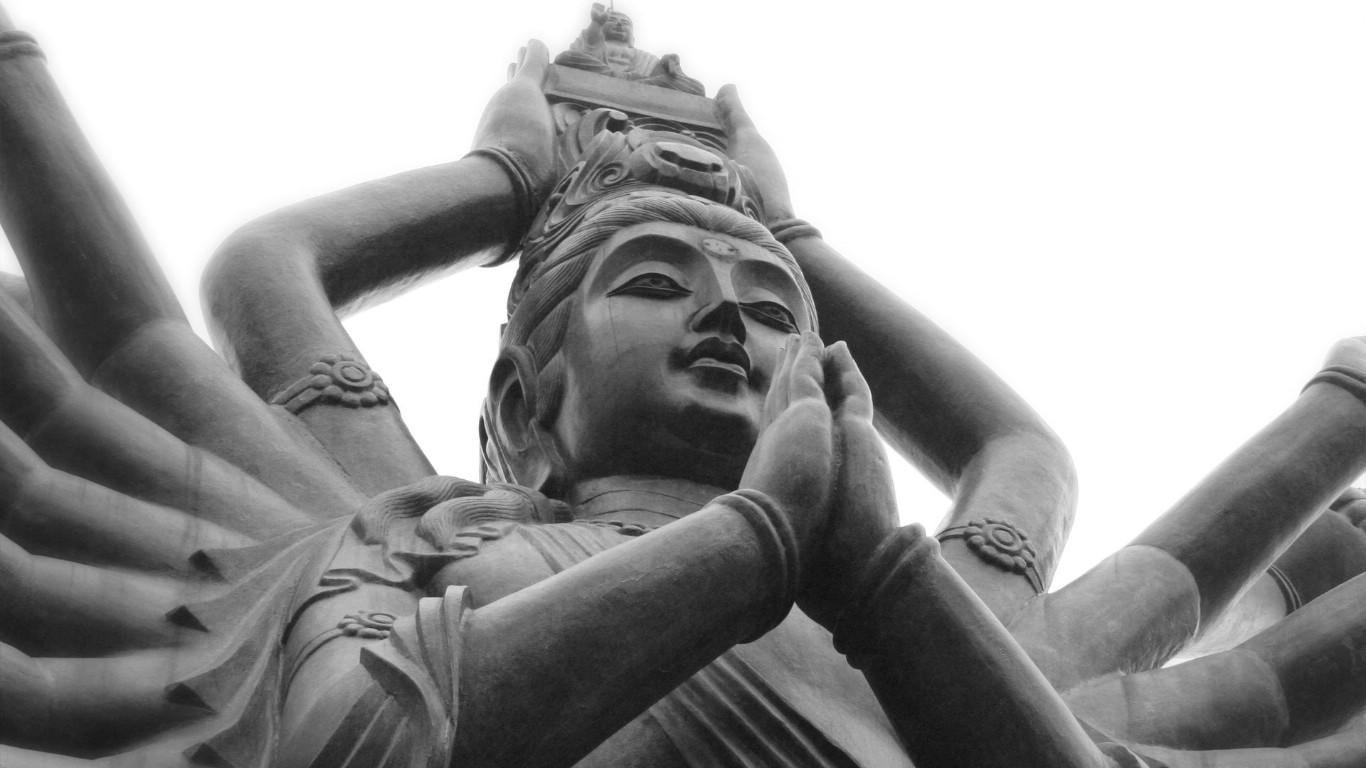 壁纸1366×768纯粹的光影美学 人文建筑黑白摄影壁纸 Buddhist Prayer China 中国千手观音桌面壁纸壁纸 纯粹的光影美学人文建筑黑白摄影壁纸壁纸图片人文壁纸人文图片素材桌面壁纸