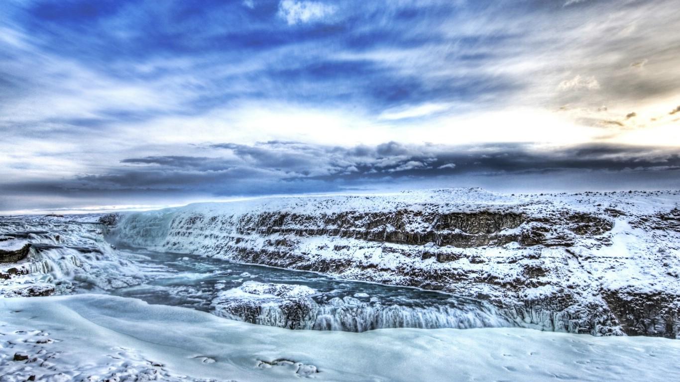 壁纸1366 768冰雪覆盖的瀑布 iceland 冰岛风光壁纸壁纸,