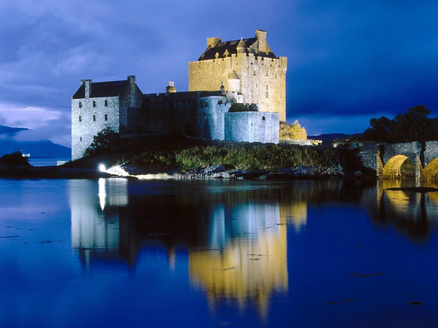 壁纸1400×1050文化之旅 地理人文景观壁纸精选 第一辑 Evening Falls on Eilean Donan Castle Scotland 苏格兰 伊莲豆纳城堡 朵娜堡 图片壁纸壁纸 文化之旅地理人文景观一壁纸图片人文壁纸人文图片素材桌面壁纸
