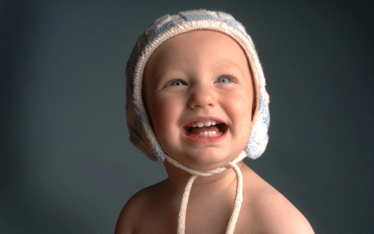 壁纸1280×800可爱婴儿摄影 童帽小宝宝图片