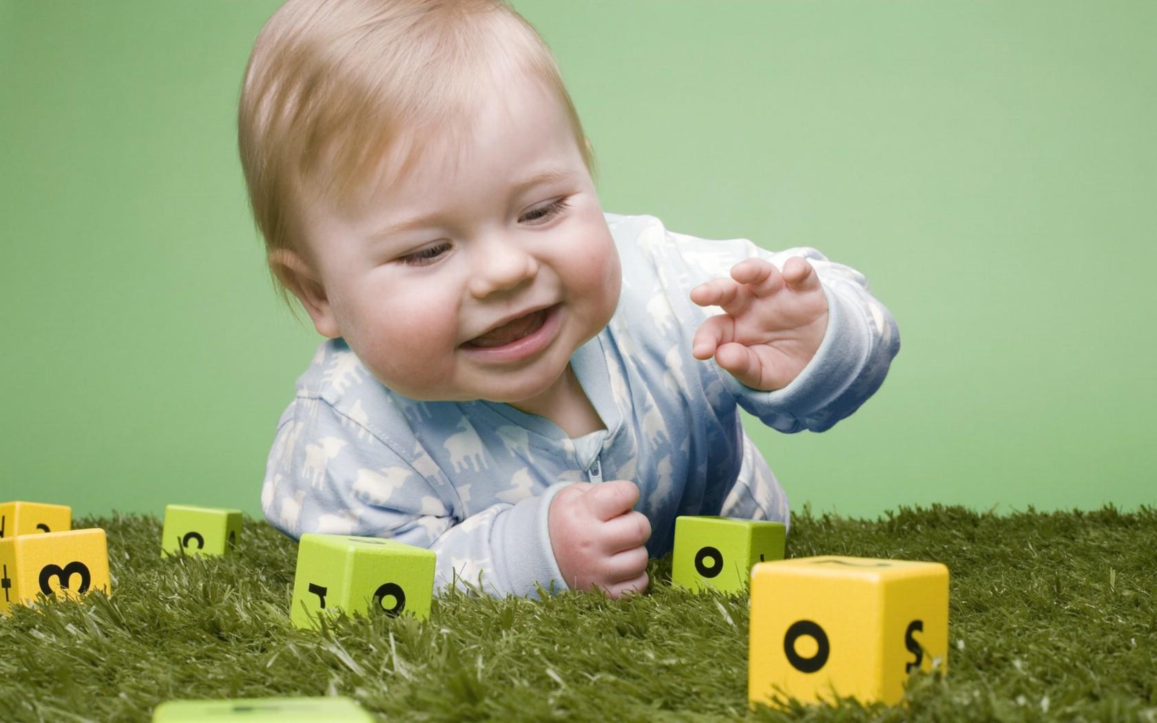 外国小孩的qq号_壁纸1680×1050婴儿与玩具 国外儿童摄影壁纸壁纸,国外儿童摄影 ...