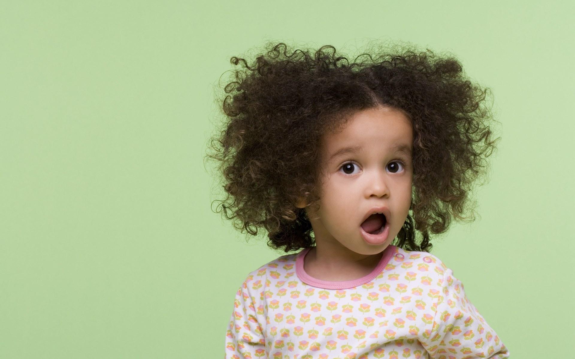 外国小孩的qq号_壁纸1920×1200可爱小卷毛 外国儿童摄影图片壁纸,国外儿童摄影 ...