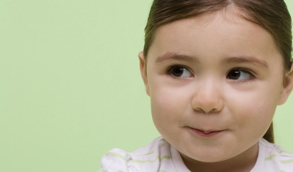 壁纸1024×600可爱小孩大头照壁纸壁纸