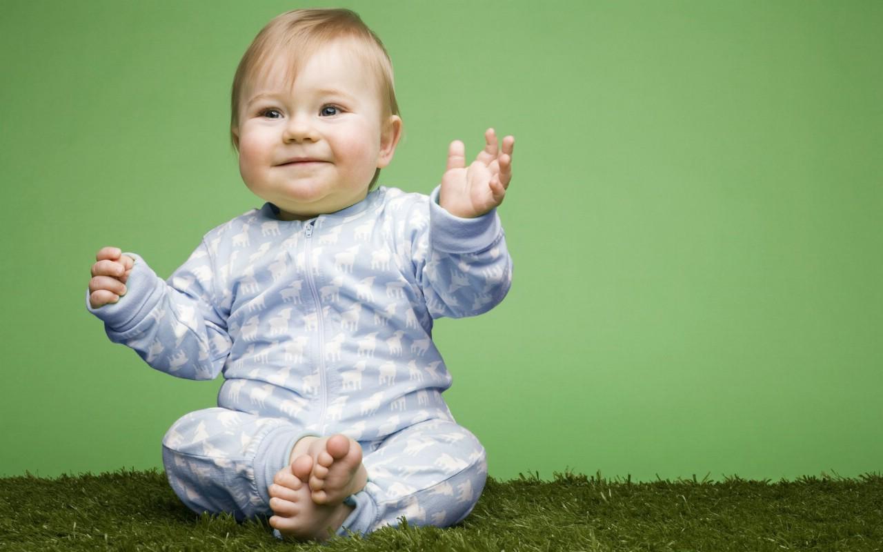 外国宝宝桌面图图片下载