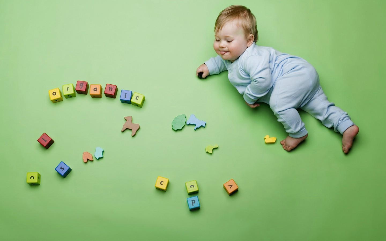 儿童摄影壁纸 婴儿与玩具